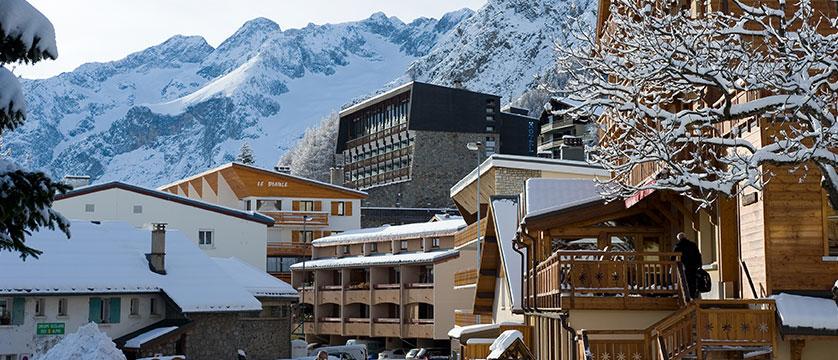 France_Les-deux-alpes_Hotel-ibiza_Exterior3.jpg